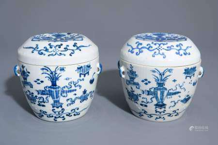 A pair of Chinese blue and white covered bowls with antiquities, 19th/20th C.