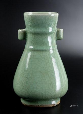 青瓷貫耳瓶