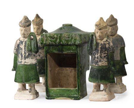 PROCESSION DE DIGNITAIRES Chine, Dynastie Ming Ensemble de sujets en terre-cuite moulée pour pa