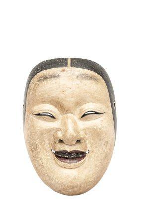 MASQUE DU THEÂTRE NÔ OU KYOGEN A L'EFFIGIE FEMININE Japon, Meiji Bois sculpté laqué. A l'effigi