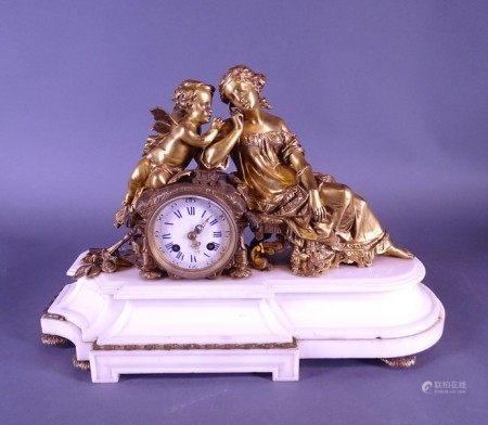 Horlogerie: Horloge à poser en bronze doré et marbre (mq) Circa 1850 dame assise et [...]