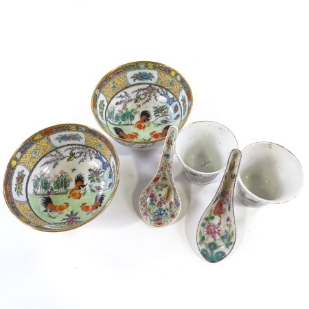 2 pairs of Chinese porcelain bowls with hand painted decoration, in fitted boxes, largest bowl
