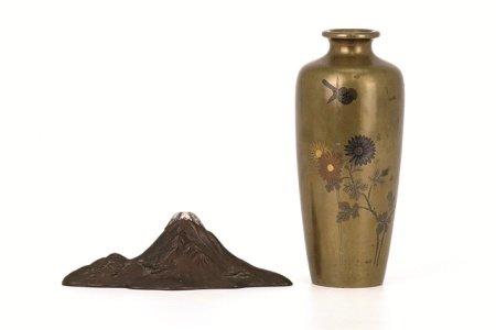 彩金象嵌銅花瓶·富士山形置物 兩件組