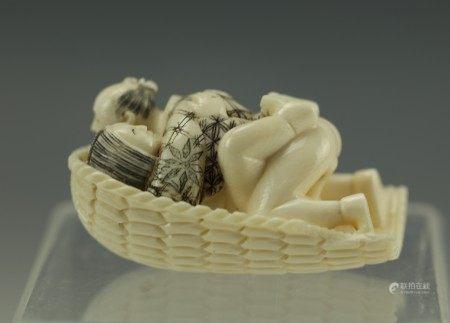 An Erotic Carved Netsuke 1