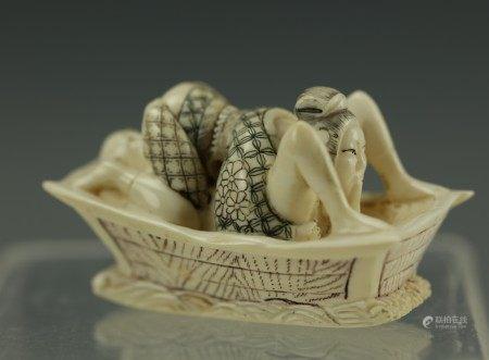 An Erotic Carved Netsuke 4