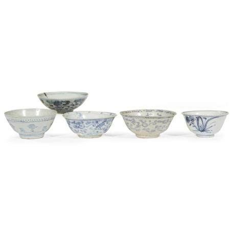 Five Chinese blue and white bowls, Ming dynasty
