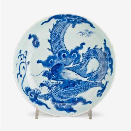 A small Chinese blue and white porcelain dragon plate, bidin