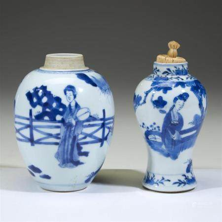 Two small Chinese blue and white porcelain vases, 18th centu