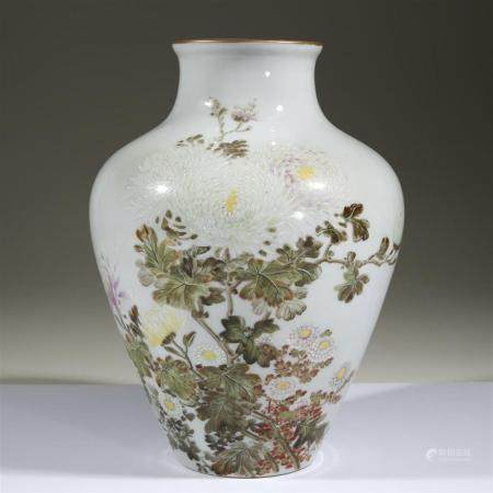 "A Japanese porcelain ""Chrysanthemums"" vase for the 1904 St."