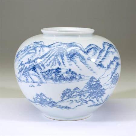A Korean blue and white porcelain presentation vase, 20th ce