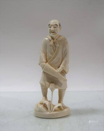 1 okimono. Japon, vers 1920. Hauteur 16cm. Poids 228gr. Manques