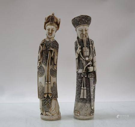 POUR EXPERTISE : Paire de sujets en ivoire. Hauteur 30cm. Chine, vers 1930-1940