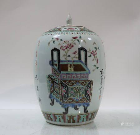 Pot à gingembre en porcelaine à décor d'objets mobiliers et caligraphies. Chine, fin du XIXème