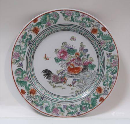 Assiette asiatique moderne en porcelaine à décor de coqs. Diamètre 26,5cm