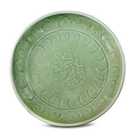 A Longquan celadon dish Yuan/Ming dynasty