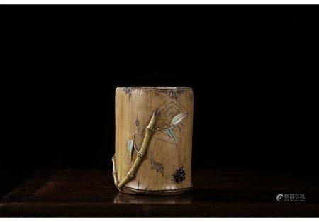 甄宗元款仿生瓷竹节形一鸣惊人笔筒 PORCELAIN BRUSH POT WITH QING ZENG ZONG YUAN MARK