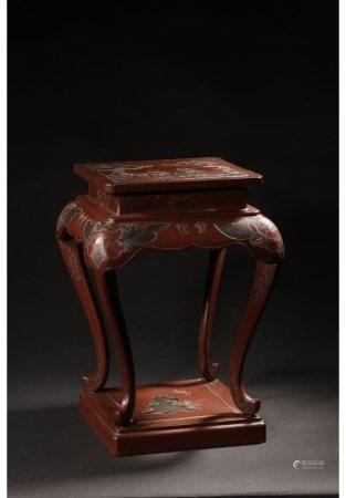 朱漆嵌螺钿人物故事四卷足花几(附原收藏木盒) CINNABAR WITH MATHER OF PEARL INLARD TABLE