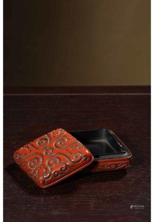 剔犀雕如意纹菱形香盒 CINNABAR BOX