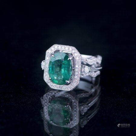 A 14K GOLD EMERALD & DIAMOND RING, AIGL &AGL CERTIFIED