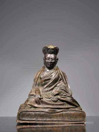 LAMABronze,Tibet, 18th century,Dimensions: Height 17,5 cmWeight: 2250 gramsA lama sitting on a