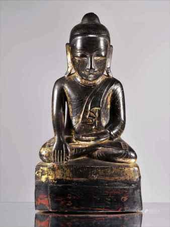 SITTING BUDDHAWood carved rest gilt Burma , 18th centuryDimensions: Height 36 cmWeight: 1736