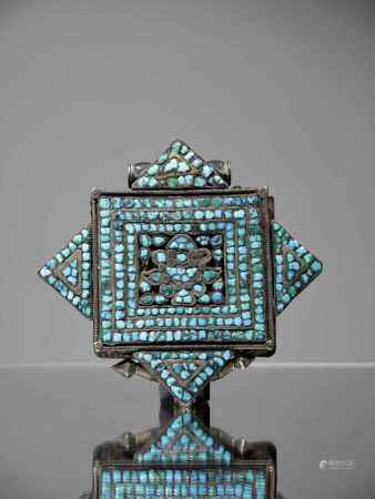 GAUSilver with turquoiseTibet, 18th centuryDimensions: Height 10 cm , Wide 10 cm , Depth 2 cmWeight: