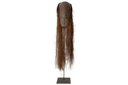 A MID 20TH CENTURY PAPUA NEW GUINEA ANCESTOR MASK ON LATER STAND