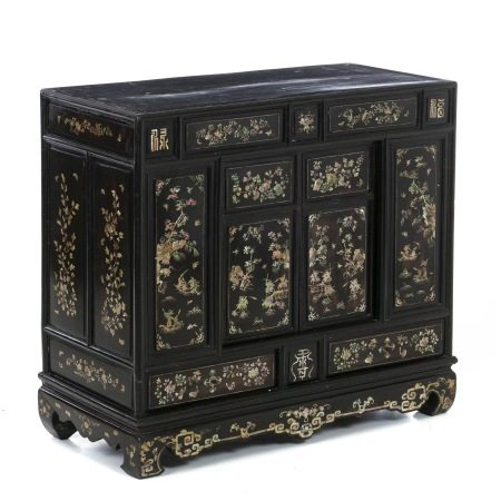 Chinese altar / cabinet with inlaid mother of pearl, 19thC