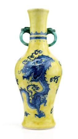 CHINE DE STYLE JAJING, 19ème SIECLE Vase à anse