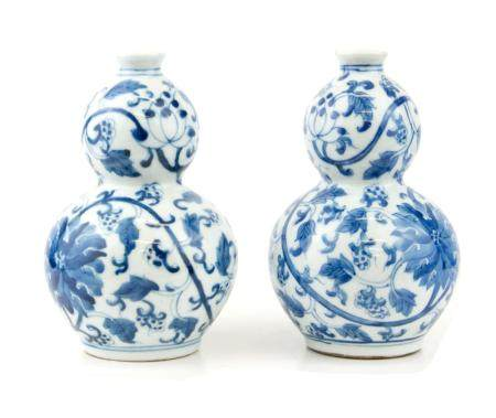 CHINE, 19ème SIECLE Paire de petits vases double-gourde