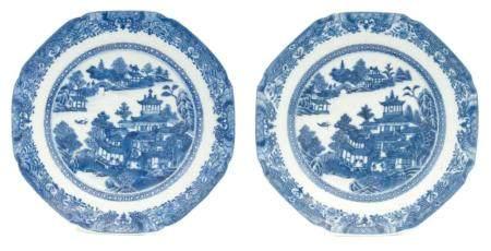 CHINE, QIANLONG (1736-1795) Paire d'assiettes hexagonales