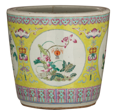 A Chinese lemon green ground famille rose jardiniere, decorated with flowers, fruits and bats, 19thC, H 36 - ø 39 cm