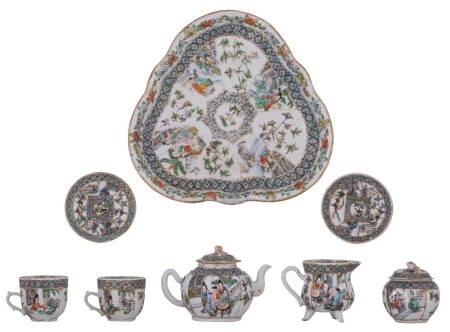 A Chinese famille verte tea set, a tea tray, two cups and saucers, a milk jug, a sugar bowl and cover and a teapot and cover, H 5,8 - 10 - ø 9,5 - 27,5 cm