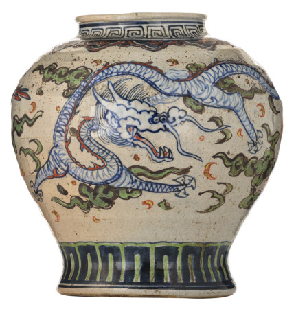 An Oriental polychrome stoneware vase, decorated with dragons, H 27,5 cm