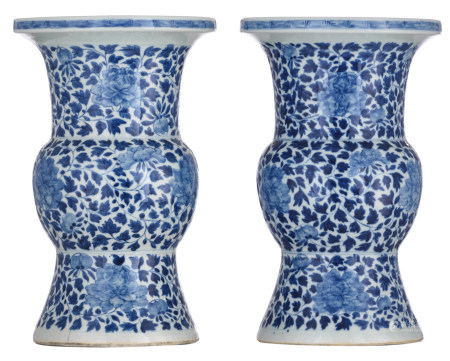 A pair of Chinese blue and white floral decorated Gu vases, 19thC, H 40,5 cm
