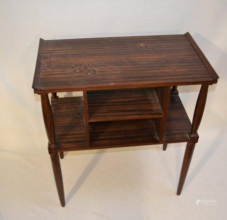 MAJORELLE Nancy  - Table en bois de placage reposant sur quatre pieds fuselés avec [...]
