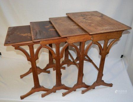 GALLE  - Table gigogne quatre éléments en bois naturel et marqueté à décor de [...]