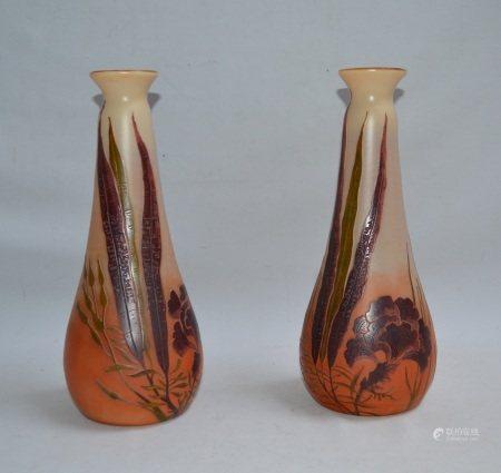 LEGRAS  - Paire de hauts vases en verre multicouche à décor floral, signés  - H.: [...]