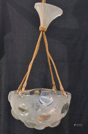 R. LALIQUE  - Plafonnier vasque Soleil  - Epreuve en verre blanc moulé pressé, [...]