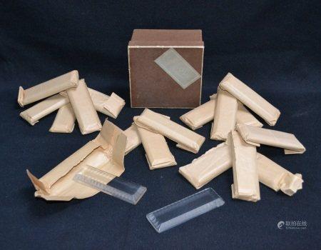 LALIQUE  - Suite de dix-huit porte-couteaux en verre  - 10 x 3.3 cm (dans sa boite [...]