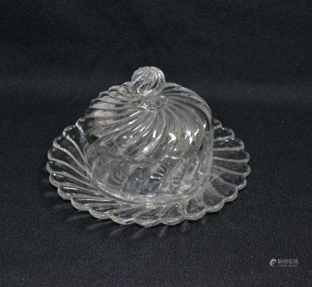 BACCARAT  - Beurrier couvert en cristal  - H.: 10 cm D.: 16 cm  -