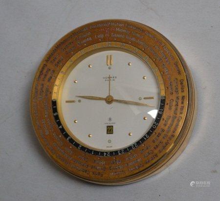 HERMES Paris  - Pendule de bureau en laiton  - H.: 4 cm D.: 11 cm  -