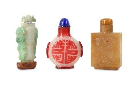 THREE CHINESE SNUFF BOTTLES.