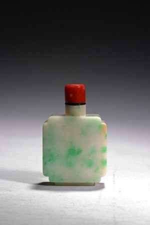 A JADEITE CARVED SNUFF BOTTLE