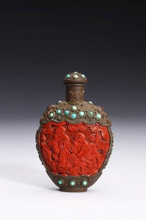 A CARVED CINNABAR LACQUER BRONZE SNUFF BOTTLE