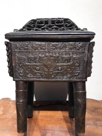 Chinese Ming Dynasty Bronze Beast Face Pattern Vessel(Original Wooden Cover)
