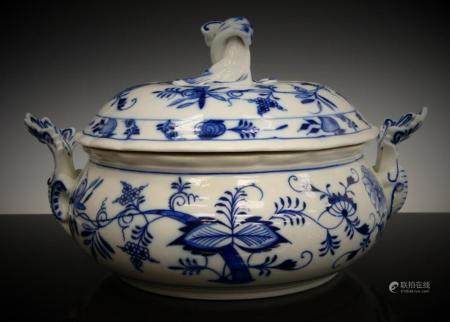 BLUE ONION ROUND COVERED TUREEN SIGNED MEISSEN