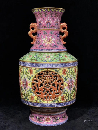 Chinese Qing Dynasty Qianlong Period Famille Rose Porcelain Bottle
