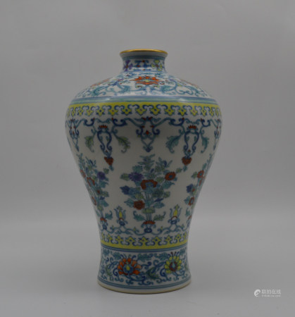 Chinese Qing Dynasty Yongzheng Period Doucai Porcelain Bottle With Flower Pattern