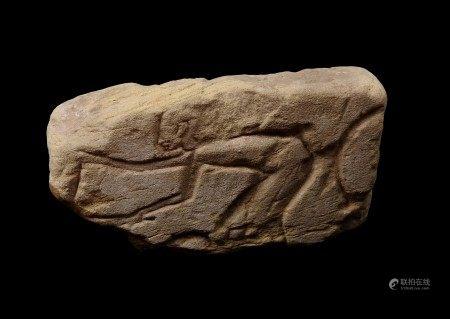 Fellah labourant. Grès sculpté avec petits restes de polychromie.  - L 26 cm  - [...]